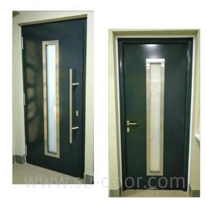 """Bхідні двері Hormann Thermo65  володіють всіма перевагами дверей високої якості. Зовні полотна встановлена офісна ручка, з середини приміщення нажимна із нержавіючої сталі. Коробка з середини виконана в """"Roundstyle"""" округленому виконанні може також бути виготолена прямокутна. Мотив 700A та колір Антрацит (Ral 7016)."""