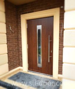 Двері Hörmann Thermo65 в мотиві 750F та кольорі Темний дуб (Dark Oak).