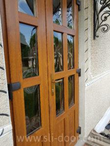 Дуте скло є популярним серед замовлень на вхідні двері. Такі склопакети додають певного шарму дверям.