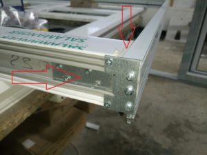 Стальной соеденитель порога не даст отломаться порогу от рамы при транспортировке и установке, а резиновый уплотнитель обеспечит плотность прилегания