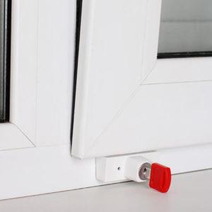 Блокиратор открывания створки. Состоит из двух частей. Одна монтируется на раму, другая на створку. Закрывается с помощью ключа. Позволит открыть окно только в положение откида.