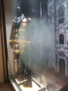 Без тепловизора видно место слипания стекол в стелопакете металопластикового окна
